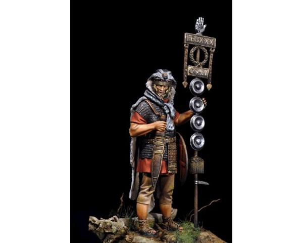 "ROMEO MODELS: 75 mm. ; Signifer of the IV Cohort of the XXX Legion ""Ulpia"""